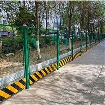 市政施工围栏采用通透式深绿色焊接网格