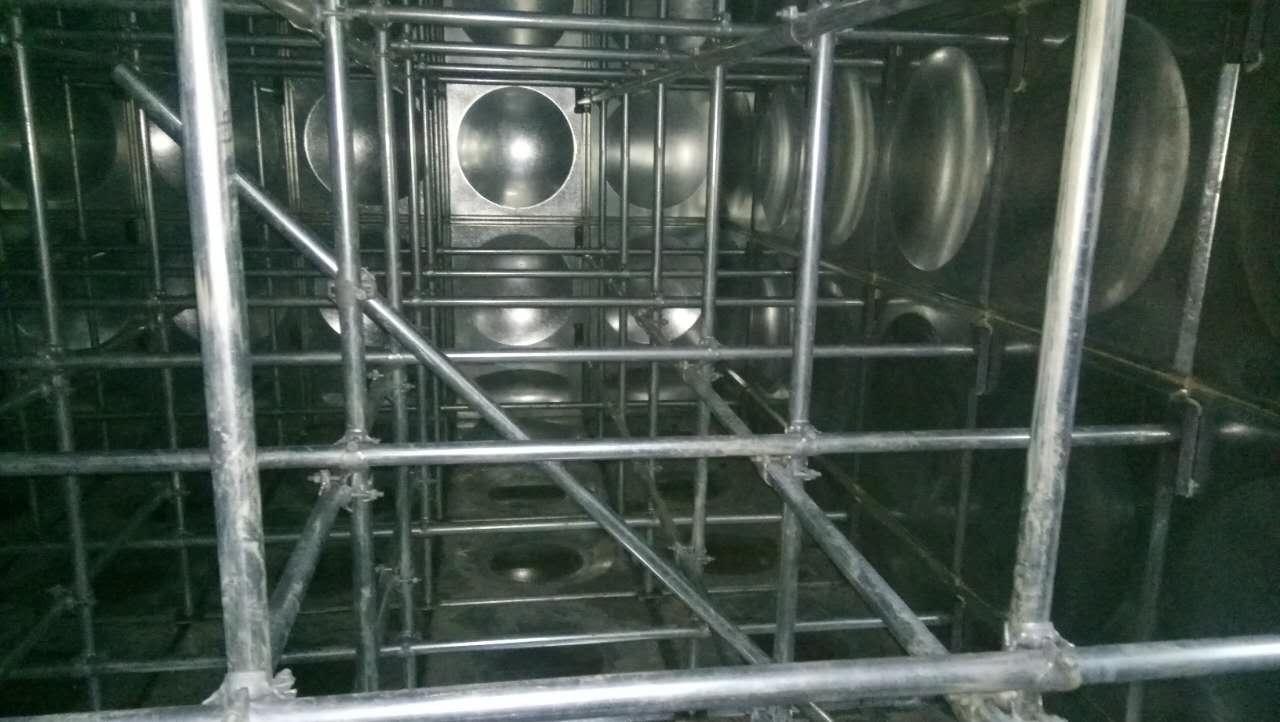 我公司为生产制作不锈钢水箱的厂家,盐城304水箱-不锈钢水箱-现场安装-包消防验收面向全国承接制作水箱订单,我们有*安装经验的安装师傅,技术人员,客服人员。如需订购制作不锈钢水箱,请告诉我们的客服人员水箱的长宽高尺寸,以及板厚的厚度,安装地项目等,我们将根据您的要求来合理核算价格并全程安装服务。