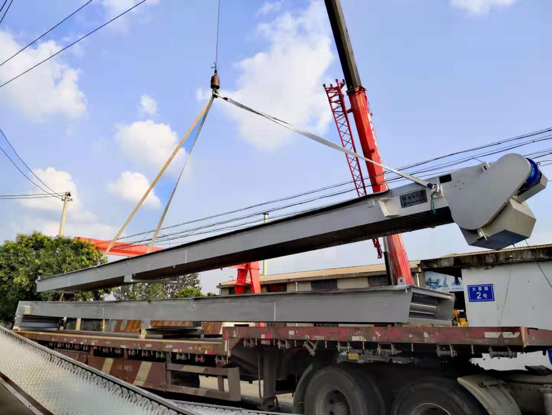 江西超长15米的格栅除污机发货现场
